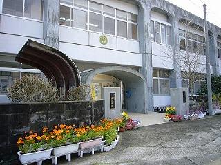 蕨小中学校