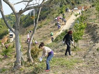 山本安輝さんと茜つばきさんも清掃活動参加