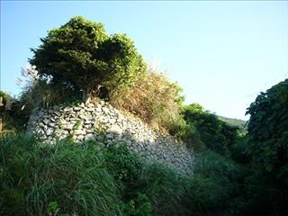 アイロの浜の畑の石垣