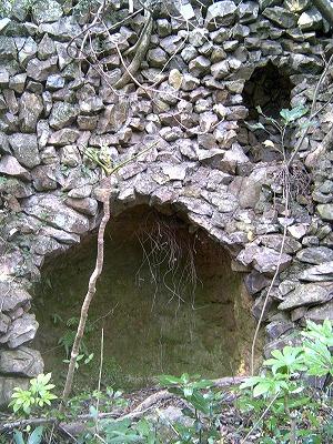 細石流教会ルルド跡