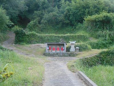 墓地入り口のお地蔵様