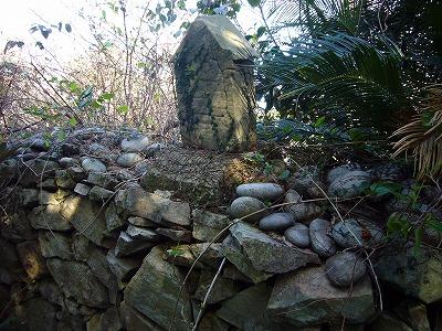 細石流墓地にある「十字架の道行き」