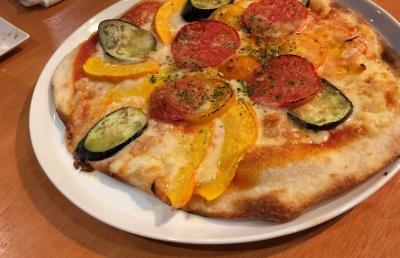 野菜ソムリエ坂野さんの作った野菜を使った夏野菜のピザ