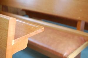 会堂のベンチ