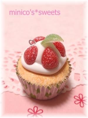 イチゴカップケーキ
