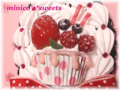 ベリーベリーカップケーキ