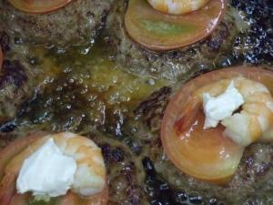トマト・エビ・クリームチーズのハンバーグ