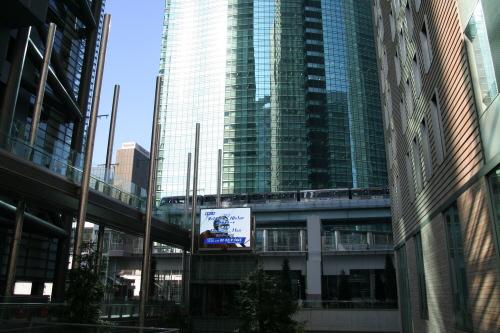 東京汐留日テレタワー(日本テレビ)からゆりかもめ新橋駅