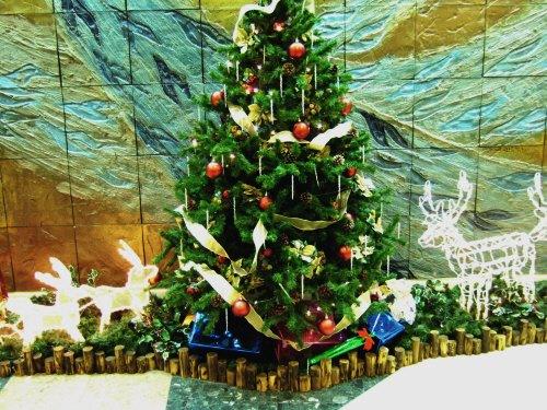 成田空港周辺ホテルホテル日航ウインズ成田フロントロビーのクリスマスツリー:スペイン旅行記