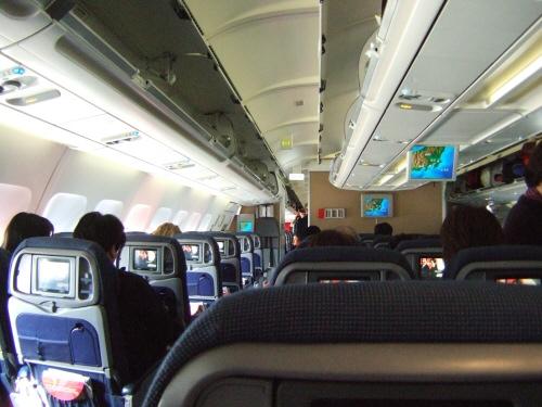 成田空港第2旅客ターミナルサテライトD98スポットスカンジナビア航空Scandinavian Airlines - SAS Airbusエアバス A340-313X OY-KBI SK984便デンマークコペンハーゲン空港(CPH)行き離陸前の機内の様子:スペイン旅行記