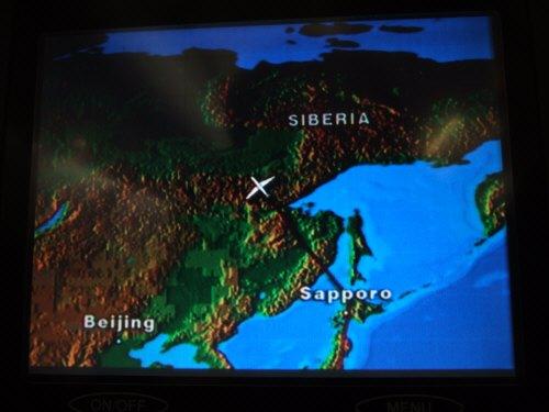 成田空港発(NRT)スカンジナビア航空Scandinavian Airlines - SAS Airbusエアバス A340-313X OY-KBI SK984便デンマークコペンハーゲン空港(CPH)行き。 パーソナル液晶モニターに映し出されたフライトナビゲーション