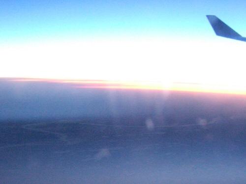 成田空港発(NRT)スカンジナビア航空Scandinavian Airlines - SAS Airbusエアバス A340-313X OY-KBI SK984便デンマークコペンハーゲン空港(CPH)行き。飛行機から見たロシアの大地シベリアの大地夕焼け夕景