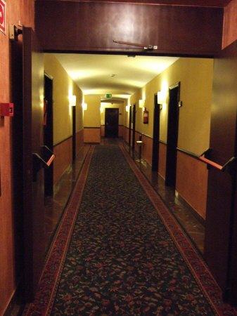 スペインマドリードマドリッドホテルウエリントンウェリントンHOTEL WELLINGTON五つ星ホテル中央廊下