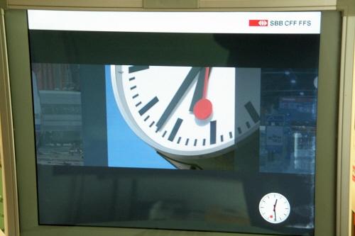 グリンデルワルド日本語観光案内所で紹介、スイス国鉄(SBB)パソコンスクリーンセーバー鉄道駅ホーム上で見かける駅時計つきスイス鉄道公式クロックスイス国鉄オフィシャル鉄道ウォッチ