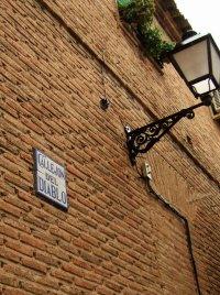 スペインマドリードマドリッドから世界遺産トレド(世界自然遺産)。Toledoトレドの街並み細く入りくんだ路地