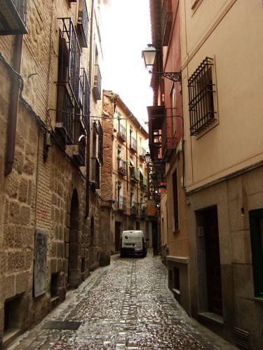 スペインマドリードマドリッドから世界遺産トレド(世界自然遺産)城塞都市情熱のスペイン魅惑のスペイン。Toledoトレドの街並み細く入りくんだ細道街角スナップ写真