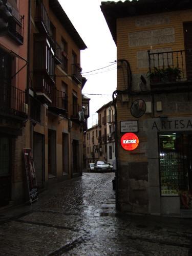 スペインマドリードマドリッドから世界遺産トレド(世界自然遺産)。Toledoトレドの街並み細く入りくんだ細道街角スナップ写真
