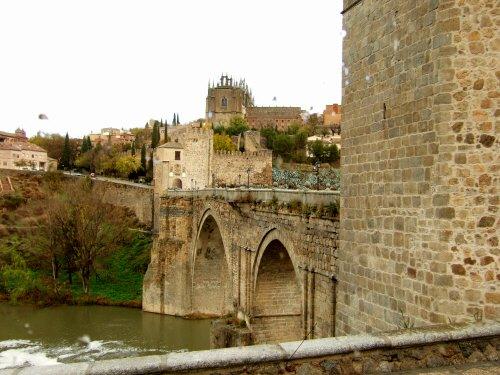 スペインマドリードマドリッドから世界遺産トレド(世界自然遺産)。Toledoトレド旧市街タホ川をまたぐサン・マルチン橋魅惑のスペイン