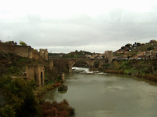 スペインマドリードマドリッドから世界遺産トレド(世界自然遺産)。Toledoトレド旧市街タホ川Rio Tajoサン・マルチン橋Puente de San Martin