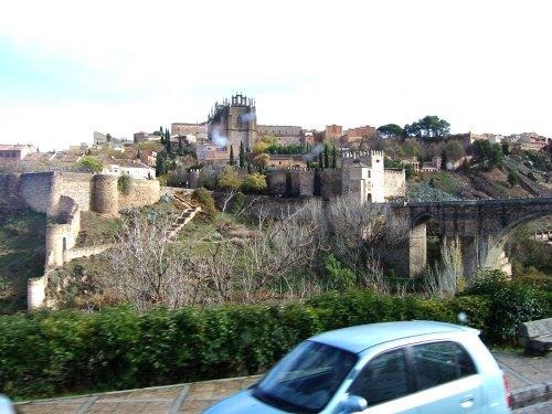 スペインマドリードマドリッドから世界遺産トレド(世界自然遺産)。Toledoトレド旧市街タホ川に架かるサンマルチン橋