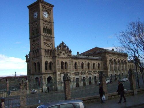 スペインマドリードマドリッドから世界遺産トレド(世界自然遺産)。Toledoトレド駅スペイン国鉄(RENFE)スペインの新幹線高速鉄道AVEアベアヴェ