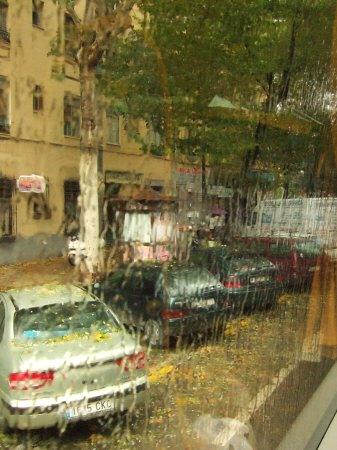 雨のスペインの首都マドリードマドリッド中心市街地