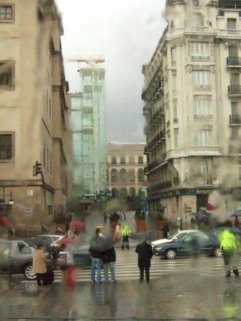 雨のスペインの首都マドリードマドリッド中心市街地国立ソフィア王妃芸術センター美術館