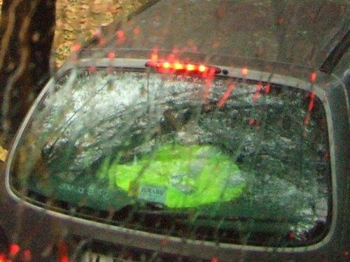 スペインの車に積み込み義務づけ?蛍光塗料蛍光色のウインドブレーカー合羽反射材