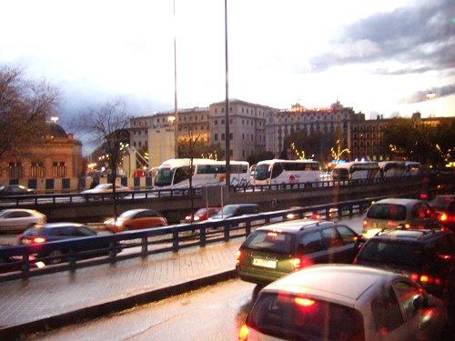 マドリード冬のイルミネーション街路樹にイルミネーション