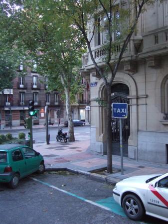 マドリッド、ホテルウェリントンホテルmadrid hotel wellingtonの横にタクシー乗り場