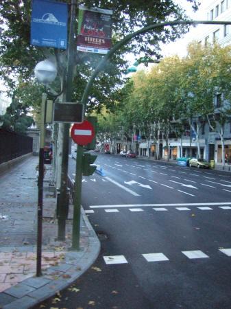マドリッドビラヌエバ通り(C.de Villanueva)とセラーノ通り(C.de Serrano)の交差点