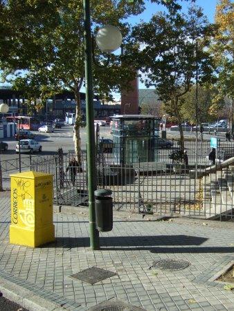 Espana España(エスパーニャ)SPAIN MADRIDマドリッドマドリードバスの車窓から見えたマドリードの町並みスペインの郵便ポスト写真Correosコレオス