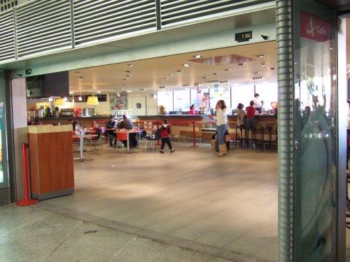 Espana España(エスパーニャ)SPAIN MADRIDマドリッドマドリードアトーチャ駅Vieja Estacion de Atocha駅舎内駅構内カフェテリア