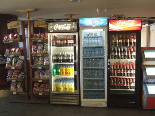 Espana España(エスパーニャ)SPAIN MADRIDマドリッドマドリードアトーチャ駅Vieja Estacion de Atocha駅舎内駅構内飲み物の自販機ではないドリンク冷蔵庫