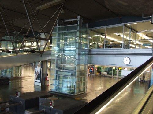 Espana España(エスパーニャ)SPAIN MADRIDマドリッドマドリードアトーチャ駅Vieja Estacion de Atocha駅舎内駅構内スペインの新幹線高速鉄道AVEアベアヴェのホームへAVE9624号セビーリャ行きセビージャ行きセビリア行き