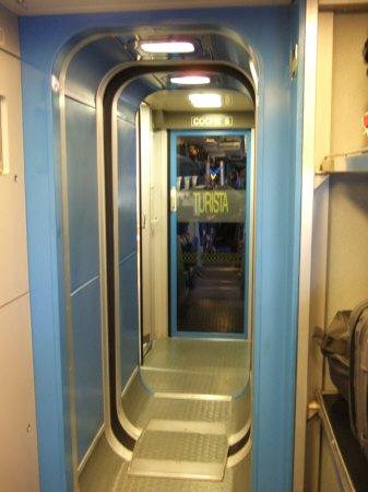 Espana España(エスパーニャ)SPAIN MADRIDマドリッドマドリードアトーチャ駅Vieja Estacion de Atocha駅舎内駅構内スペインの新幹線高速鉄道AVEアベアヴェのホームへAVE9624号セビーリャ行きセビージャ行きセビリヤ行き列車内散策