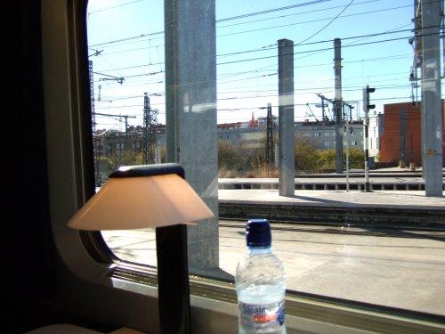 Espana España(エスパーニャ)SPAIN MADRIDマドリッドマドリードアトーチャ駅Vieja Estacion de Atocha駅舎内駅構内スペインの新幹線高速鉄道AVEアベアヴェのホームへAVE9624号セビーリャ行きセビージャ行きセビリヤ行き列車内