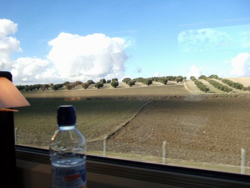 Espana España(エスパーニャ)SPAIN MADRIDマドリッドマドリードVieja Estacion de Atochaアトーチャ駅発コルドバ、セビリヤ行きスペインの新幹線高速鉄道AVEアベアヴェAVE9624から見えた風景