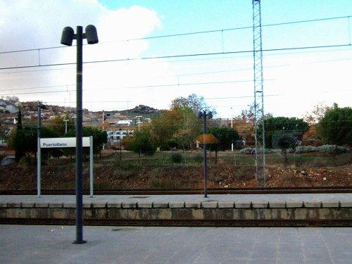 Espana España(エスパーニャ)SPAIN MADRIDマドリッドマドリードVieja Estacion de Atochaアトーチャ駅発コルドバ、セビージャ行きスペインの新幹線高速鉄道AVEアベアヴェAVE9624から見えた風景PUERTOLLANOプエルトジャノ駅