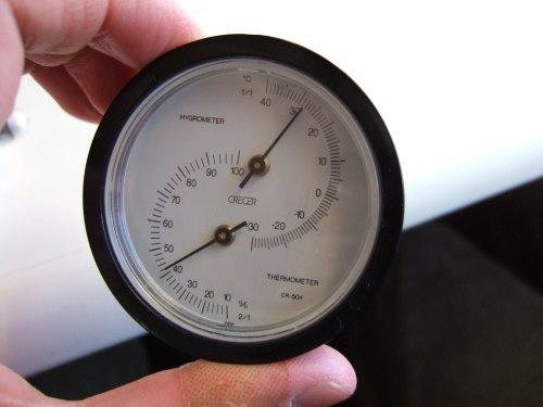 Espana España(エスパーニャ)SPAIN MADRIDマドリッドマドリードVieja Estacion de Atochaアトーチャ駅発コルドバ、セビージャ行きスペインの新幹線高速鉄道AVEアベアヴェ温度計湿度計