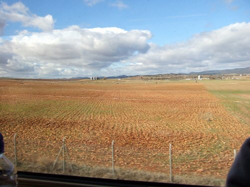Espana España(エスパーニャ)SPAIN MADRIDマドリッドマドリードVieja Estacion de Atochaアトーチャ駅発コルドバ、セビージャ行きスペインの新幹線高速鉄道AVEアベアヴェAVE9624から見えた風景