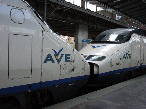 Espana España(エスパーニャ)SPAIN MADRIDマドリッドマドリードVieja Estacion de Atochaアトーチャ駅発コルドバ、セビージャ行きスペインの新幹線高速鉄道AVEアベアヴェAVE9624コルドバ中央駅先頭車両同士を連結して走る変則車両編成