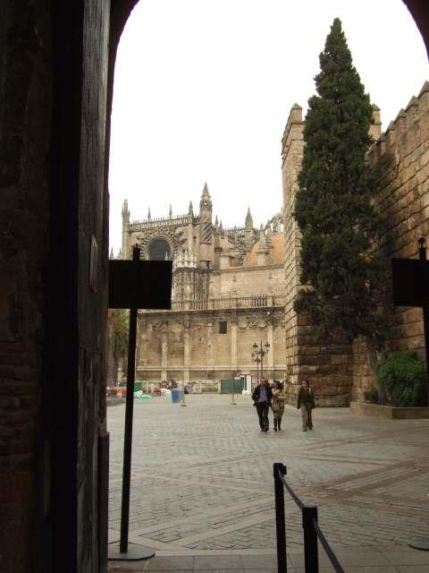 España(エスパーニャ)SPAINフラメンコの本場セビリヤへSEVILLAセビリアセビージャセビーリャアルカサルアルカーサルアルカサールAlcazarライオンの門をくぐった所から見たカテドラル世界遺産世界文化遺産