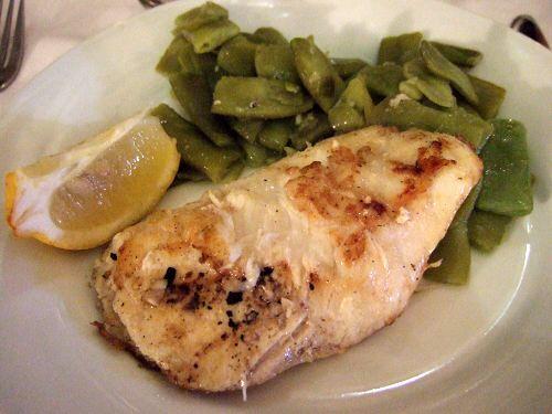 昼飯タブラオエル・パティオ・セビリャーノEL PATIO SEVILLANO白身魚の焼いたヤツ焼き魚くたくたに煮たインゲン豆