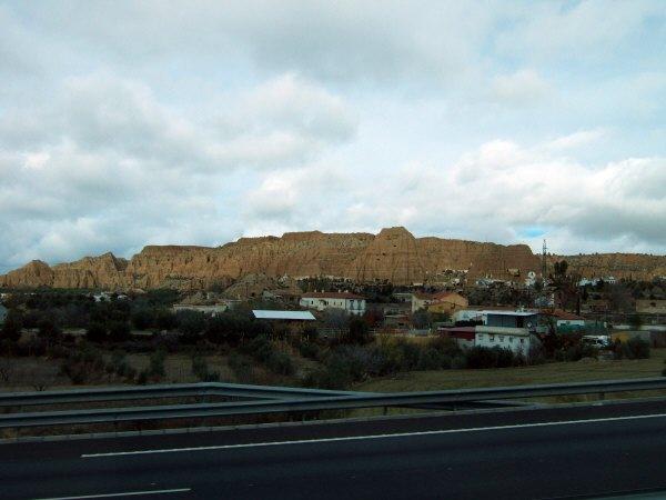 エスパーニャSPAINアンダルシア地方高速道路A92号線沿いに見えた風景景色洞窟の家?