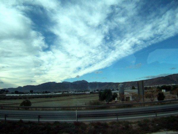 エスパーニャSPAINアンダルシア地方グラナダからバレンシア地方バレンシア高速道路A92号線沿いに見えた風景景色サービスエリアSAで見かけた風景景色