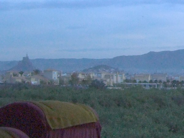 エスパーニャSPAINアンダルシア地方グラナダからバレンシア地方バレンシア高速道路A92号線沿いに見えた風景景色山の上に大きな像