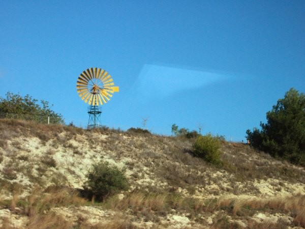 エスパーニャSPAINカタルーニャ地方・バルセロナ高速道路E15アメリカ西部劇に登場する水ポンプを動かす多翼型風車