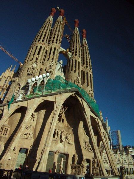 エスパーニャSPAINカタルーニャ地方・バルセロナ市街地の風景サグラダ・ファミリア(聖家族教会)サクラダファミリア西正面「受難の門」