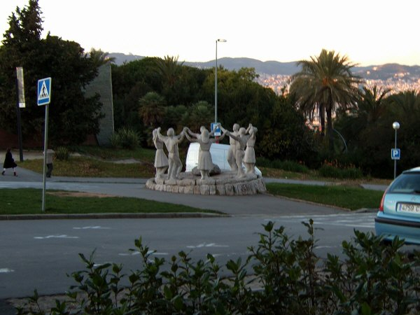 エスパーニャSPAINカタルーニャ地方・バルセロナモンジュイックの丘フォークダンスマイムマイム?